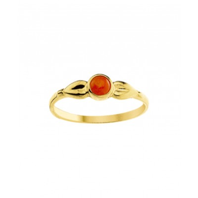 Ring van goud en bloedkoraal