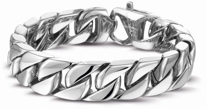 Waarom worden zilveren sieraden zwart?